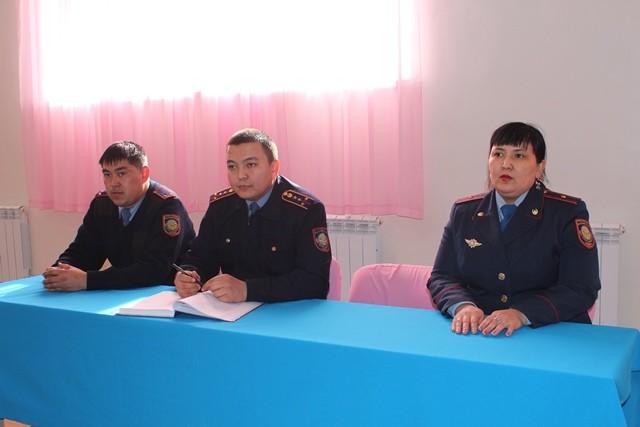 В Актау сотрудники ювенальной инспекции повышают правовую грамотность школьников