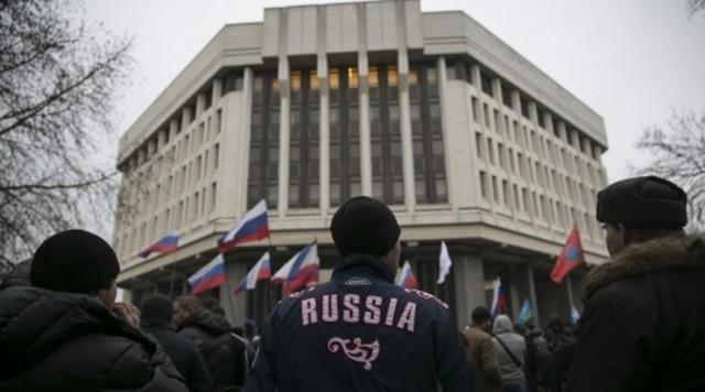 Крымский парламент принял решение войти в состав России