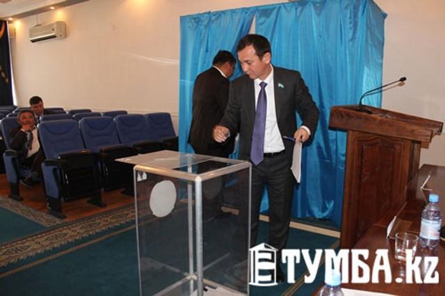 В Актау депутаты городского маслихата выбрали членов избирательных комиссий