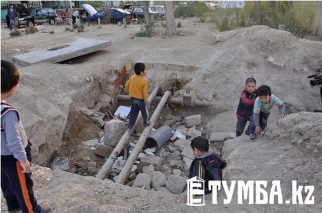 В Актау жители 3а микрорайона переживают за жизни своих детей