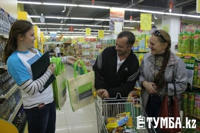 Жителям Актау предложили отказаться от пластиковых пакетов