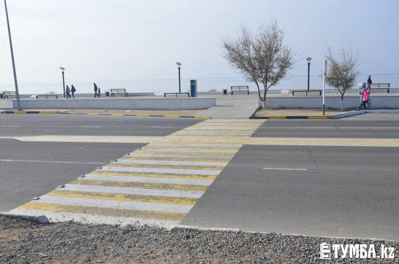 Новые пешеходные переходы в Актау на деле оказались опасными