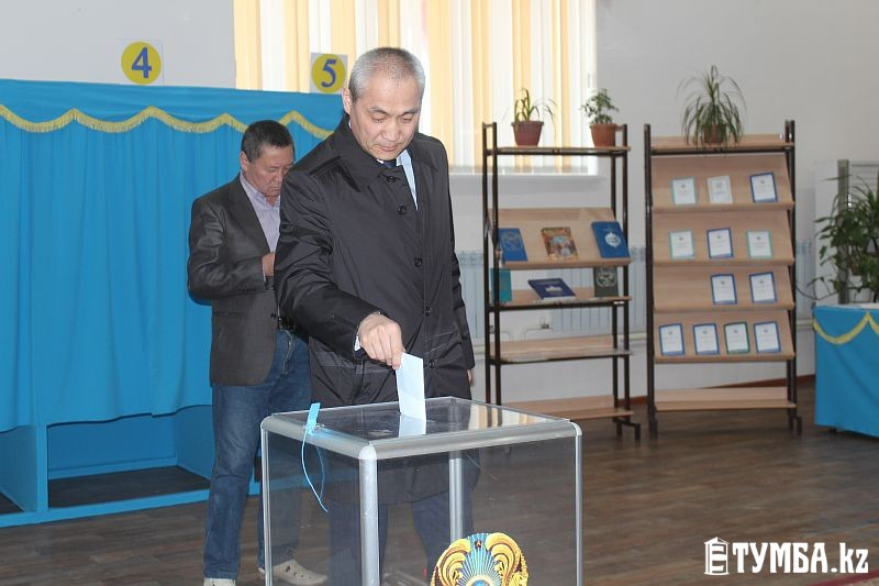 Аким Мангистауской области проголосовал на президентских выборах