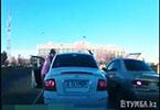 В Актау нашлось оправдание женщине-водителю, избившей виновника ДТП
