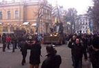 В Киеве штурмуют на бульдозере здание администрации президента