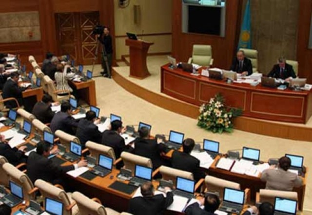 В Парламенте собираются рассмотреть вопрос наказания людей с нетрадиционной ориентацией в Казахстане