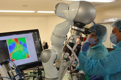 В США создали робота-хирурга, который превзошел человека