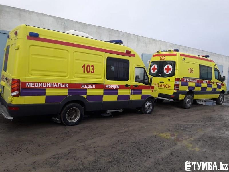 Автомобили скорой помощи перекрасили в лимонный цвет в Актау
